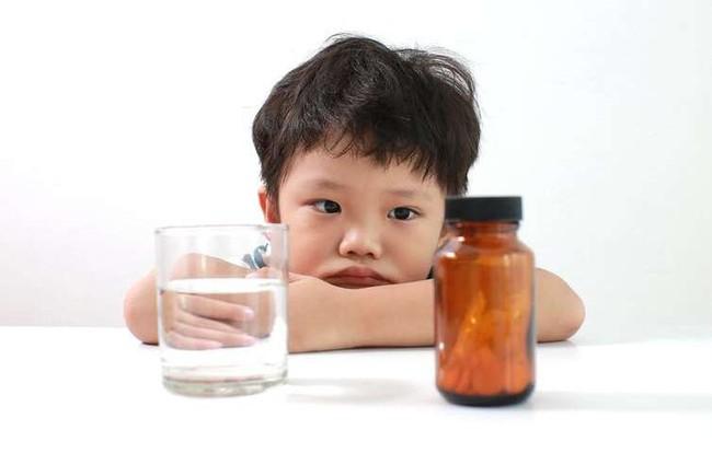 Điều tối kị khi cho trẻ dùng thuốc kháng sinh nhiều cha mẹ đang mắc phải - Ảnh 4.