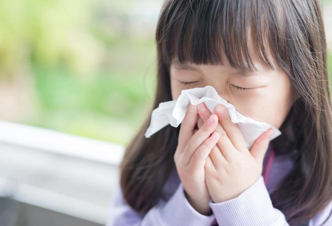 Nhi khoa Hoa Kỳ giải đáp 10 câu hỏi phổ biến về việc dùng kháng sinh cho trẻ - Ảnh 1.