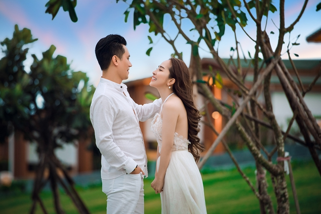 Sau nhiều đồn đoán, Việt Anh và Quỳnh Nga đã chính thức công khai tình tứ bên nhau - Ảnh 2.