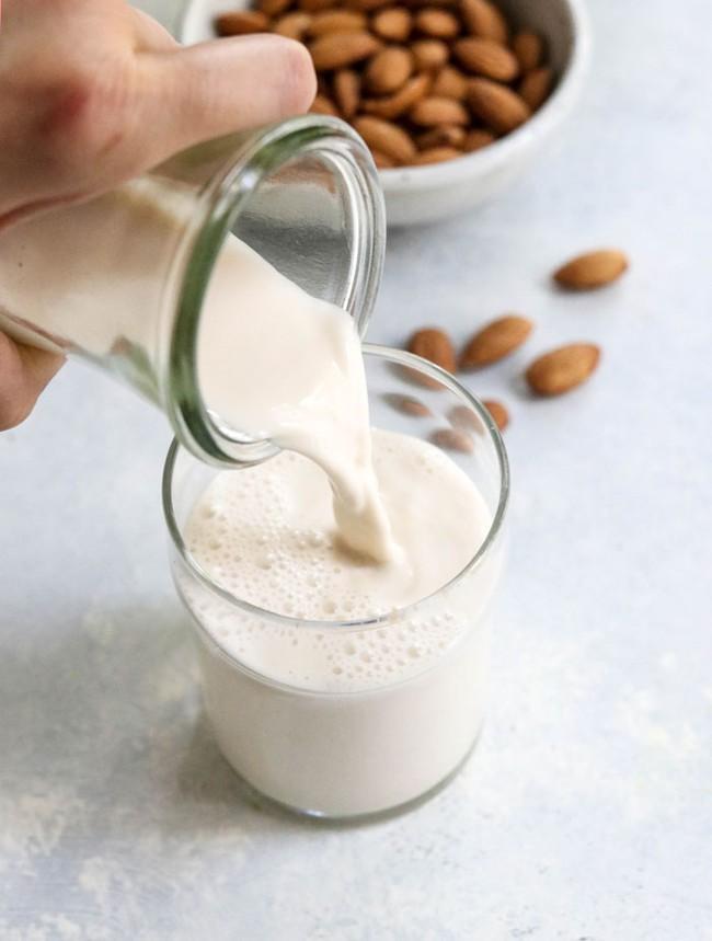 """Vợ có da đẹp dáng xinh, chồng sở hữu """"dàn tinh binh"""" cực mạnh nhờ loại sữa hạt vừa rẻ, vừa dễ làm mà chẳng cần máy làm sữa chuyên dụng - Ảnh 1."""