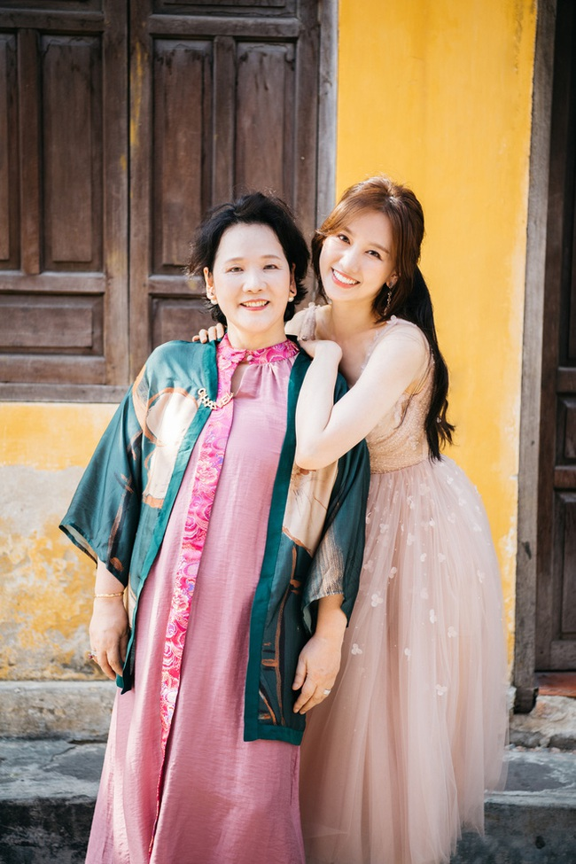 Mẹ Hari Won không muốn chăm con giúp nữ ca sĩ và Trấn Thành  - Ảnh 3.