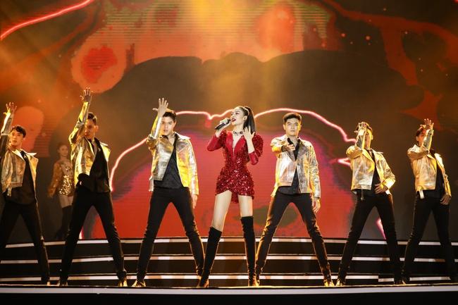 Lam Trường - Đan Trường song ca loạt hit đình đám, gây sốt sân khấu Bán kết Hoa hậu Việt Nam - Ảnh 6.