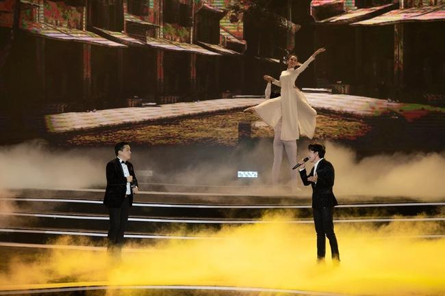 Lam Trường - Đan Trường song ca loạt hit đình đám, gây sốt sân khấu Bán kết Hoa hậu Việt Nam - Ảnh 3.