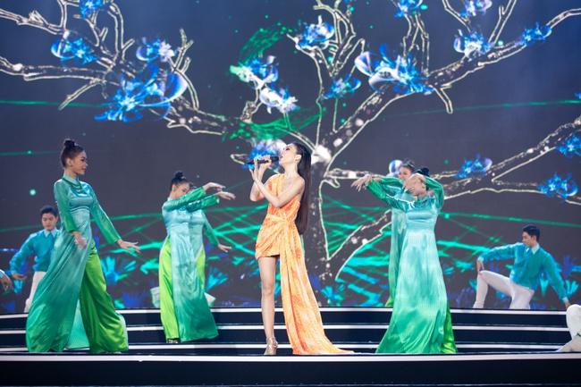 Lam Trường - Đan Trường song ca loạt hit đình đám, gây sốt sân khấu Bán kết Hoa hậu Việt Nam - Ảnh 4.