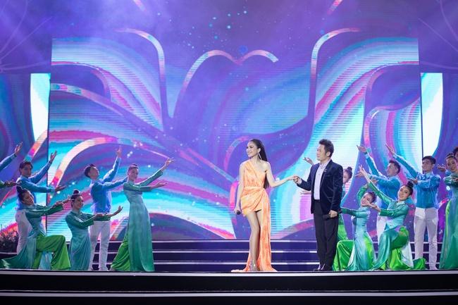 Lam Trường - Đan Trường song ca loạt hit đình đám, gây sốt sân khấu Bán kết Hoa hậu Việt Nam - Ảnh 5.