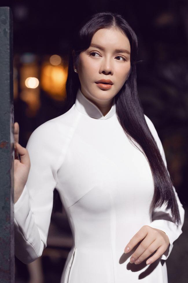 Lý Nhã Kỳ gây thương nhớ khi diện áo dài trắng nền nã - Ảnh 4.