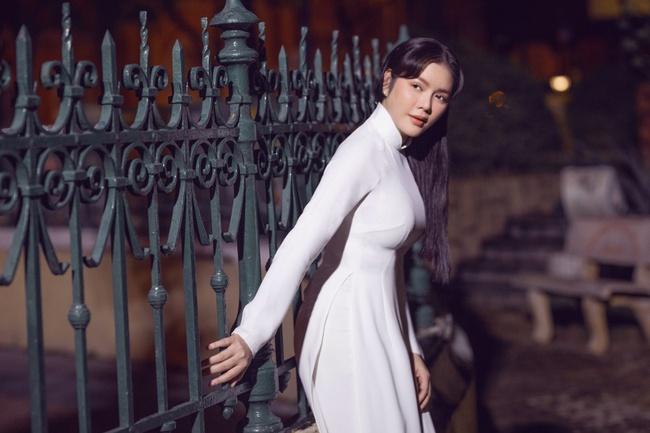 Lý Nhã Kỳ gây thương nhớ khi diện áo dài trắng nền nã - Ảnh 3.