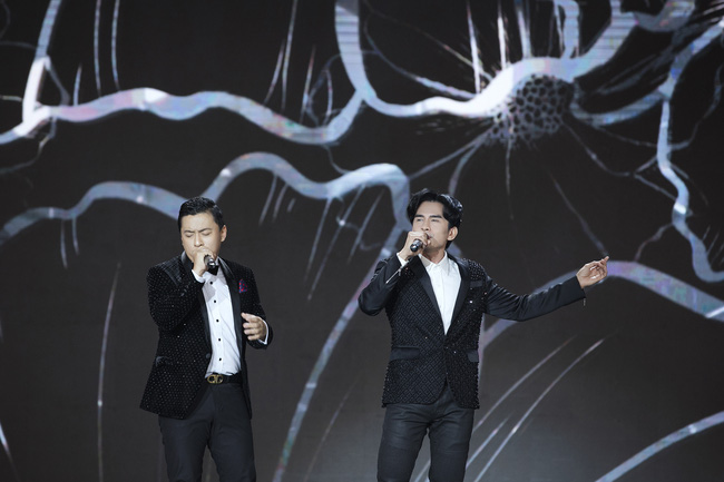 Khán giả tò mò Lam Trường - Đan Trường đã nói gì với nhau trong khoảnh khắc song ca lịch sử trên sân khấu HHVN, câu trả lời của anh Hai gây ngã ngửa - Ảnh 2.