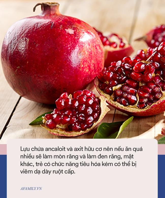 Bé gái 3 tuổi thủng dạ dày sau khi ăn hồng, vào mùa thu cảnh báo một số loại trái cây cẩn thận khi cho trẻ ăn - Ảnh 4.
