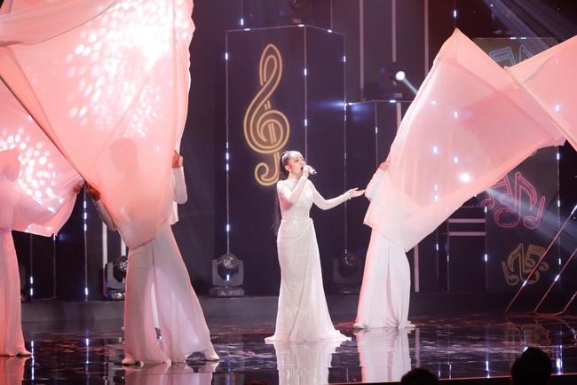 """Nữ ca sĩ kể chuyện bị Phương Thanh """"cướp bài hát"""", được Hoài Linh an ủi lúc khó khăn nhất - Ảnh 9."""