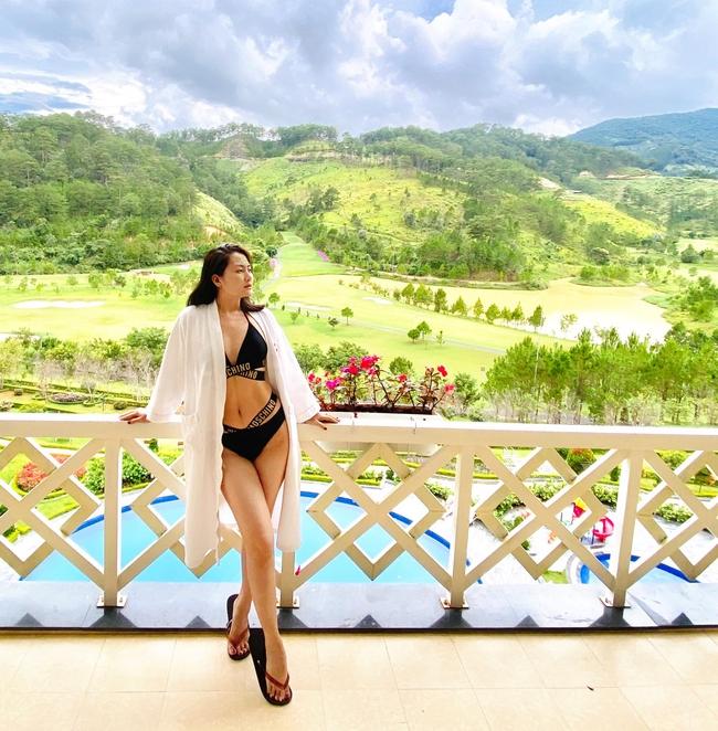 Ngọc Lan diện bikini khoe dáng thon khi tới Đà Lạt.