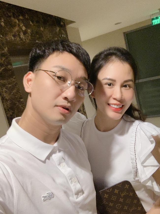 """Thành Trung hài hước nói: """"Tối qua anh sinh viên nghèo đưa em gái đang cưa đi ăn uống vỉa hè Hà Nội""""."""