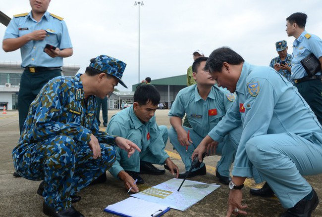 """Xót xa hình ảnh nơi đội cứu hộ thủy điện Rào Trăng 3 gặp nạn: Không còn gì ngoài đất đá, tiếng gọi """"còn ai không"""" mãi không được đáp lời - Ảnh 1."""