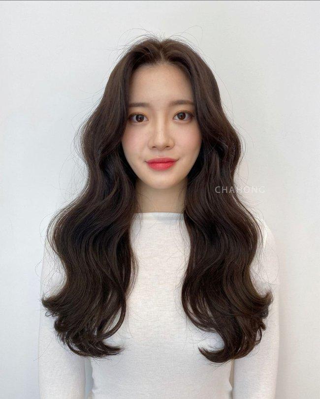 Hai kiểu tóc xoăn khiến hội chị em Hàn Quốc khi nhau đặt lịch làm, thợ - Ảnh 9.