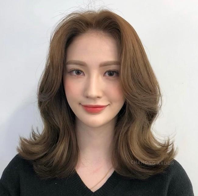 Hai kiểu tóc xoăn khiến hội chị em Hàn Quốc khi nhau đặt lịch làm, thợ - Ảnh 3.