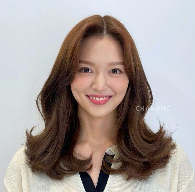 Hai kiểu tóc xoăn khiến hội chị em Hàn Quốc khi nhau đặt lịch làm, thợ - Ảnh 4.