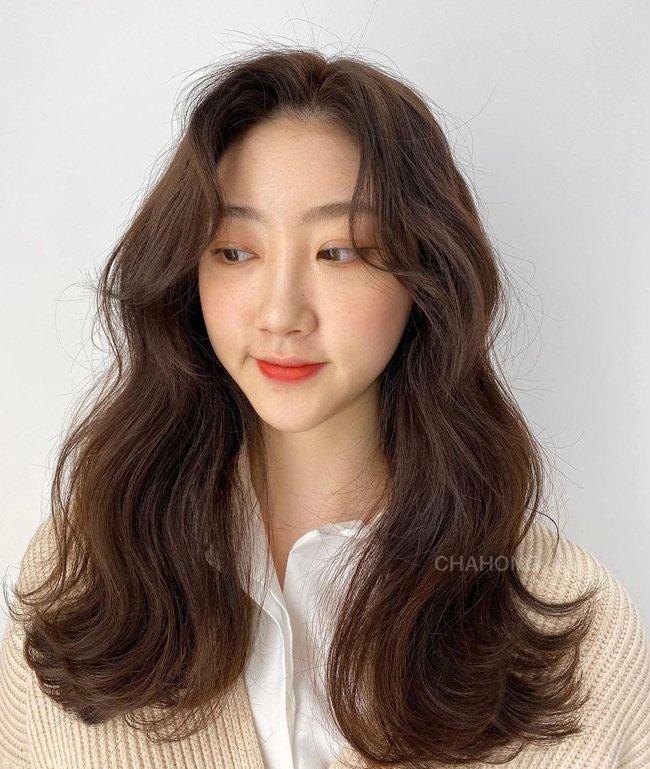 Hai kiểu tóc xoăn khiến hội chị em Hàn Quốc khi nhau đặt lịch làm, thợ - Ảnh 8.