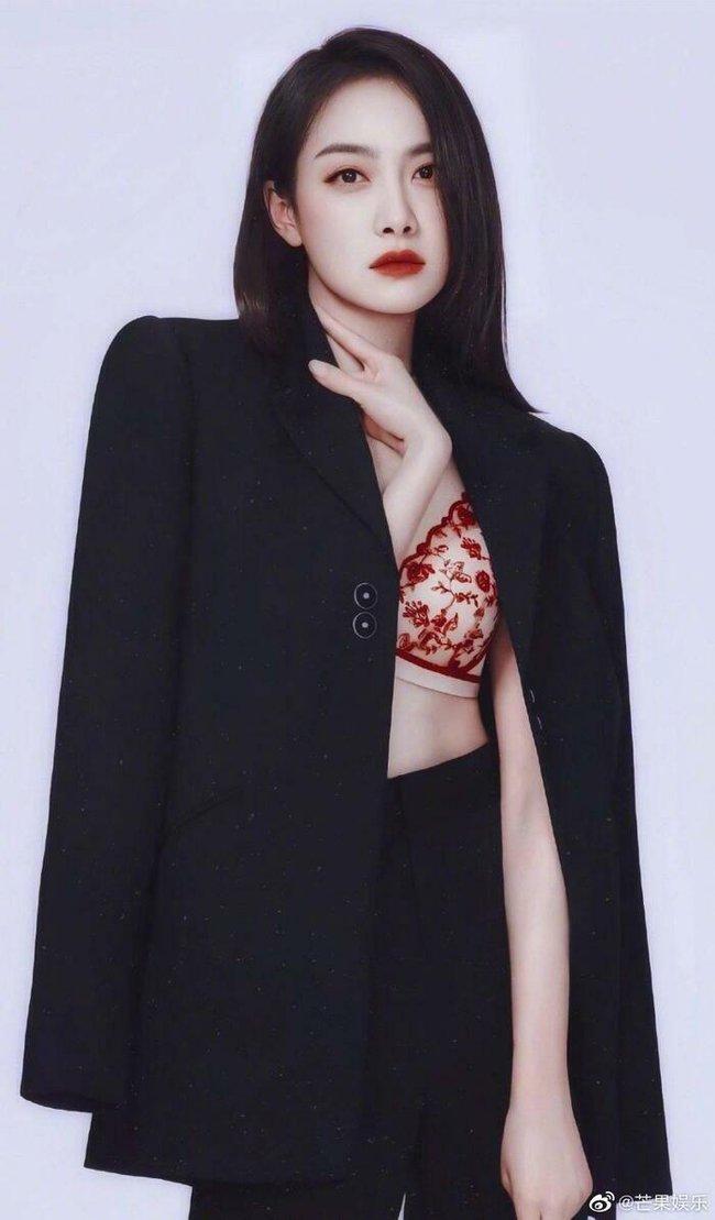 Triệu Lệ Dĩnh - Lưu Diệc Phi - Lưu Thi Thi cùng làm Nữ thần Kim Ưng, netizen phát hiện điểm chung gây sửng sốt - Ảnh 5.