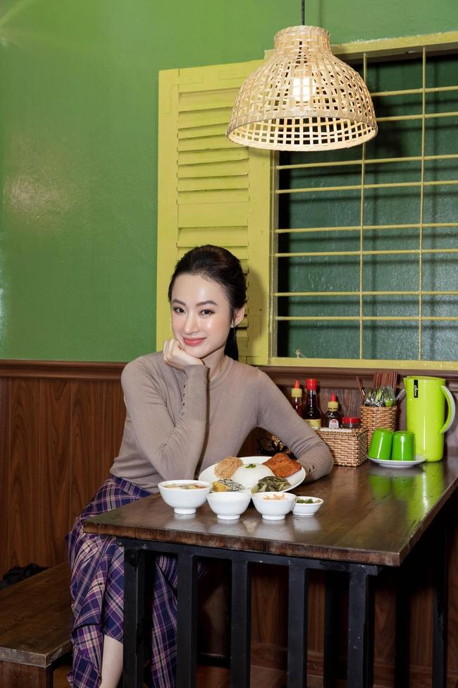 Angela Phương Trinh được nhận xét ngày càng đẹp và phúc hậu sau thời gian ăn chay trường.