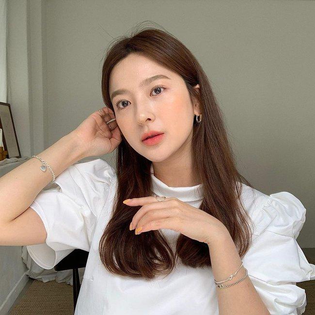 Thử đi làm tóc ở 1 tiệm của người Hàn, tôi đã học được cách sấy phồng cụp đẹp mê tơi mà không cần lược tròn  - Ảnh 6.