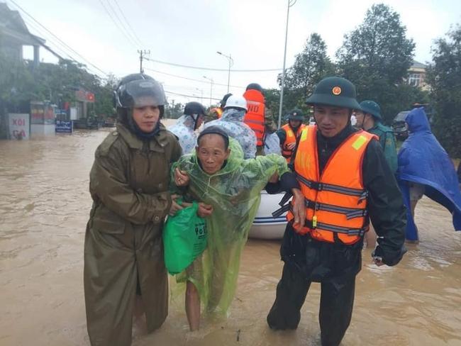Quảng Trị nguy cơ tái diễn lũ lịch sử lần 2, mưa đặc biệt to ở miền Trung kéo dài đến bao giờ? - Ảnh 8.