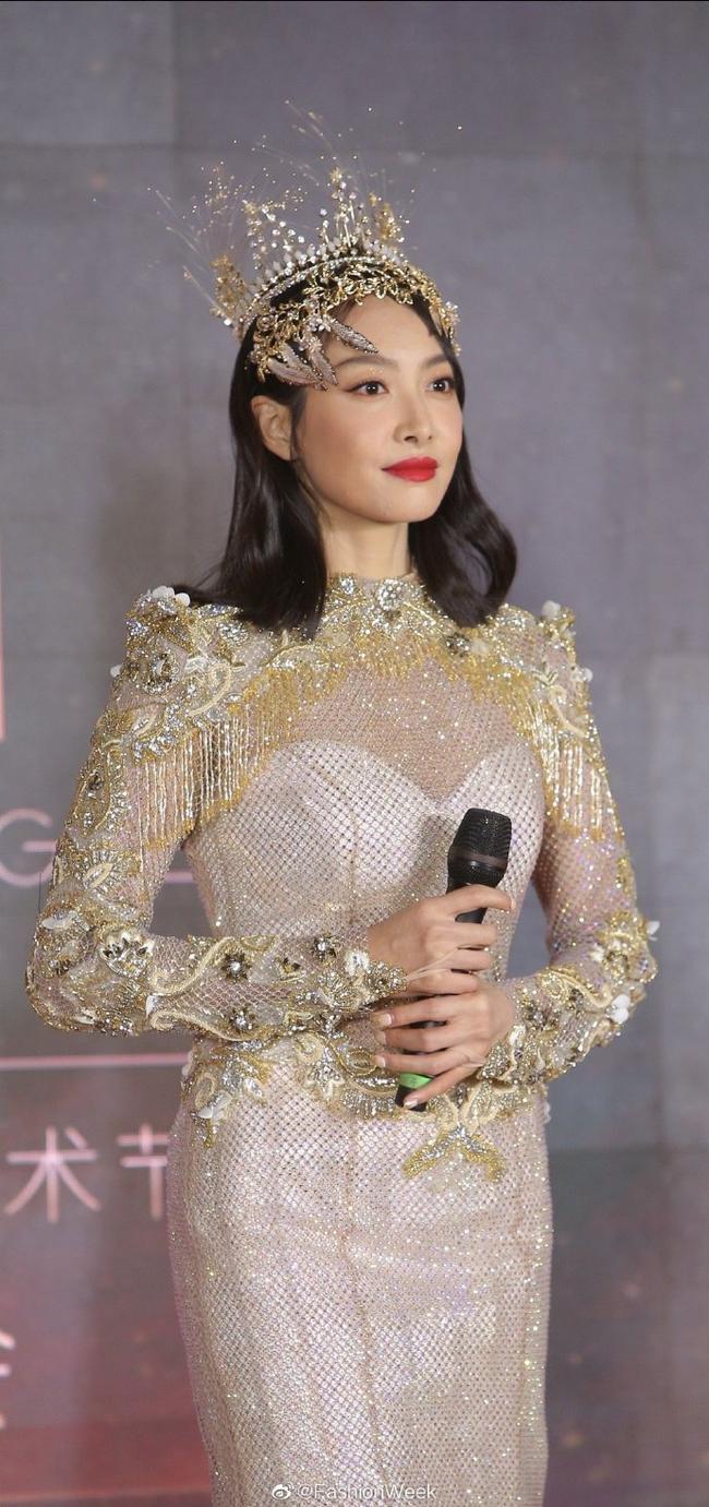 Triệu Lộ Tư xin lỗi Tống Thiến sau khi đá đểu đàn chị làm Nữ thần Kim Ưng quá xấu, netizen tiếp tục chê cười - Ảnh 2.