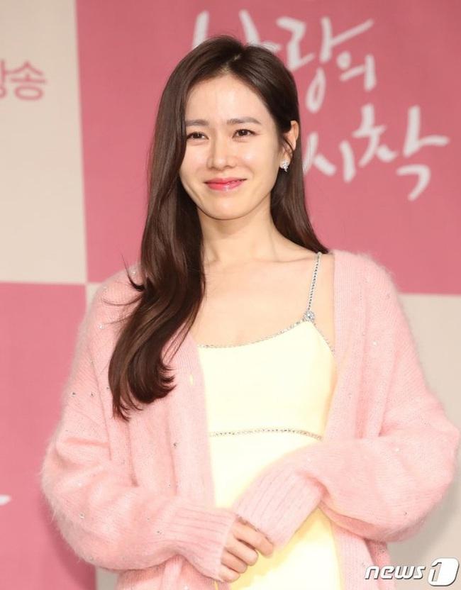 """Phim Hollywood của Son Ye Jin đóng vai chính """"có biến"""": Tài tử Lee Sun Kyun rút vai, fan liền réo gọi Hyun Bin - Ảnh 4."""