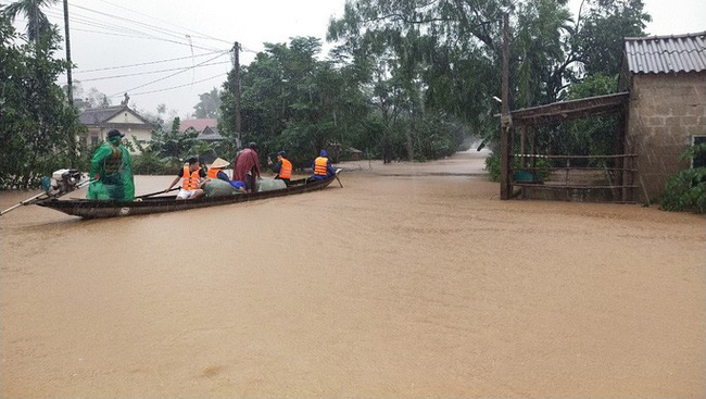 Quảng Trị nguy cơ tái diễn lũ lịch sử lần 2, mưa đặc biệt to ở miền Trung kéo dài đến bao giờ? - Ảnh 3.