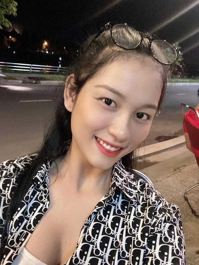 """So kè nhan sắc đời thường dàn Hoa khôi tại Hoa hậu Việt Nam 2020: Đại diện Ngoại thương lộ khuyết điểm, """"Người đẹp Kinh Bắc"""" xuất sắc cỡ nào mà được đặc cách? - Ảnh 16."""