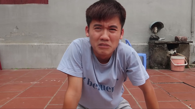 """Vừa dứt lời hứa hẹn thay đổi nội dung trên Youtube, Hưng Vlog đã lại thực hiện màn """"troll"""" bà Tân Vlog, người hâm mộ cũng """"ăn cú lừa"""" cực kỳ khó đỡ - Ảnh 1."""