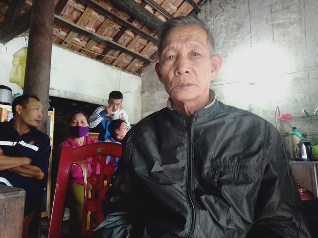 Sự cố sạt lở đất vùi lấp 22 cán bộ, chiến sĩ ở Quảng Bình: Người thân ngã quỵ, nín thở chờ đợi thông tin - Ảnh 2.
