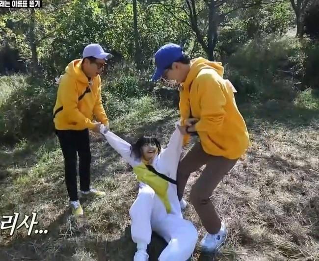 BLACKPINK tham gia Running Man: Lisa tưởng yếu đuối lại mạnh không tưởng, khiến Yoo Jae Suk phải nhờ trợ giúp  - Ảnh 6.