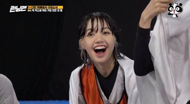BLACKPINK tham gia Running Man: Lisa tưởng yếu đuối lại mạnh không tưởng, khiến Yoo Jae Suk phải nhờ trợ giúp  - Ảnh 7.