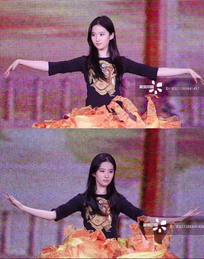 Nữ thần Kim Ưng: Lưu Diệc Phi mặc váy như rèm cửa, để mặt mộc ở 14 năm trước còn đẹp hơn Tống Thiến  - Ảnh 11.