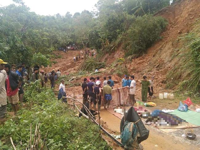 Tìm đủ 6 thi thể trong một gia đình bị núi lở vùi lấp ở Quảng Trị - Ảnh 1.
