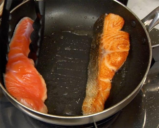 """Điểm danh 3 sai lầm trong quá trình chế biến cá hồi có thể khiến chị em """"tiền mất tật mang"""", rước bệnh vào người - Ảnh 3."""