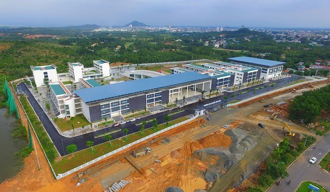 Ngôi trường chuyên gần 500 tỷ đồng: Cơ sở vật chất cực hoành tráng, góc sống ảo đẹp lung linh như phim trường - Ảnh 6.
