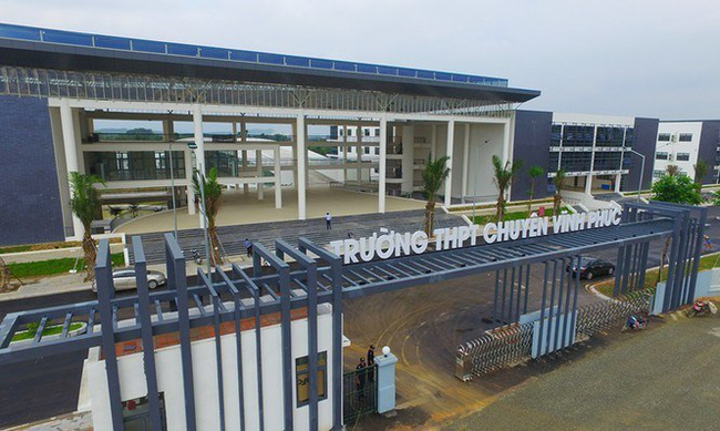 Ngôi trường chuyên gần 500 tỷ đồng: Cơ sở vật chất cực hoành tráng, góc sống ảo đẹp lung linh như phim trường - Ảnh 2.