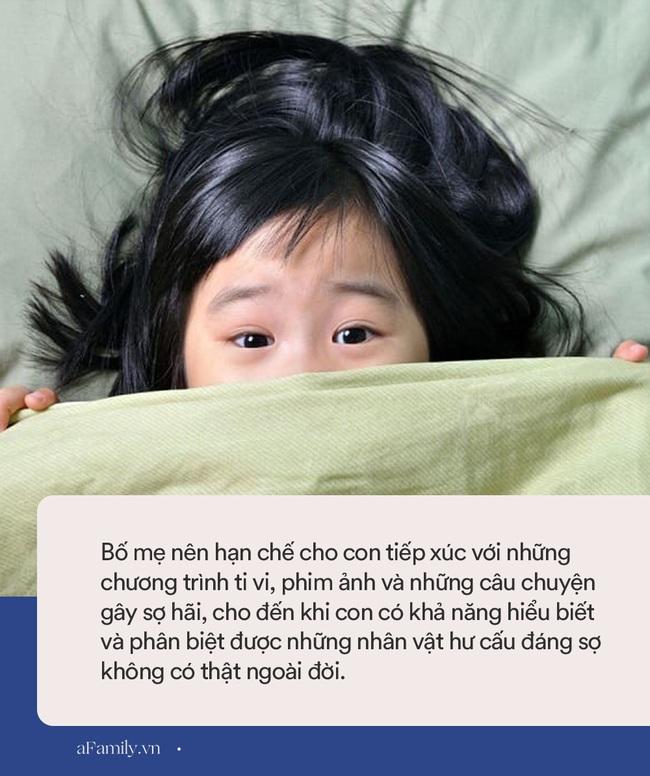 Trẻ nhỏ thường có những nỗi sợ hãi như thế này, bố mẹ phải thật tinh tế và khéo léo mới có thể giúp con vượt qua - Ảnh 5.