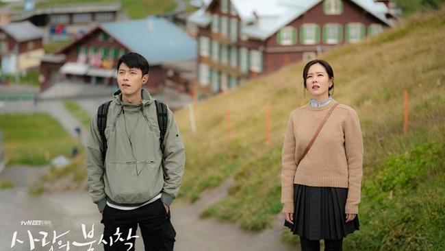 """Bị hỏi chuyện yêu đương, Son Ye Jin mặt biến sắc, biểu cảm của Hyun Bin gây chú ý vì bị """"bắt thóp""""? - Ảnh 6."""