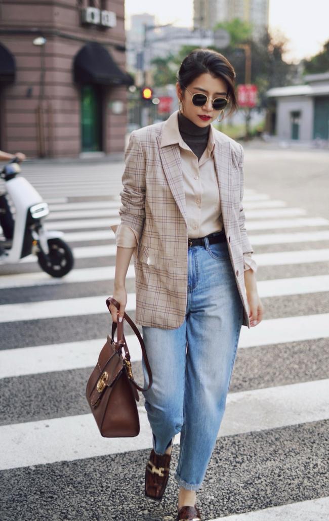 Street style Châu Á: Hội chị em lên đồ chuẩn gái Pháp, toàn blazer và cardigan nhưng nhìn sang hết nấc - Ảnh 4.