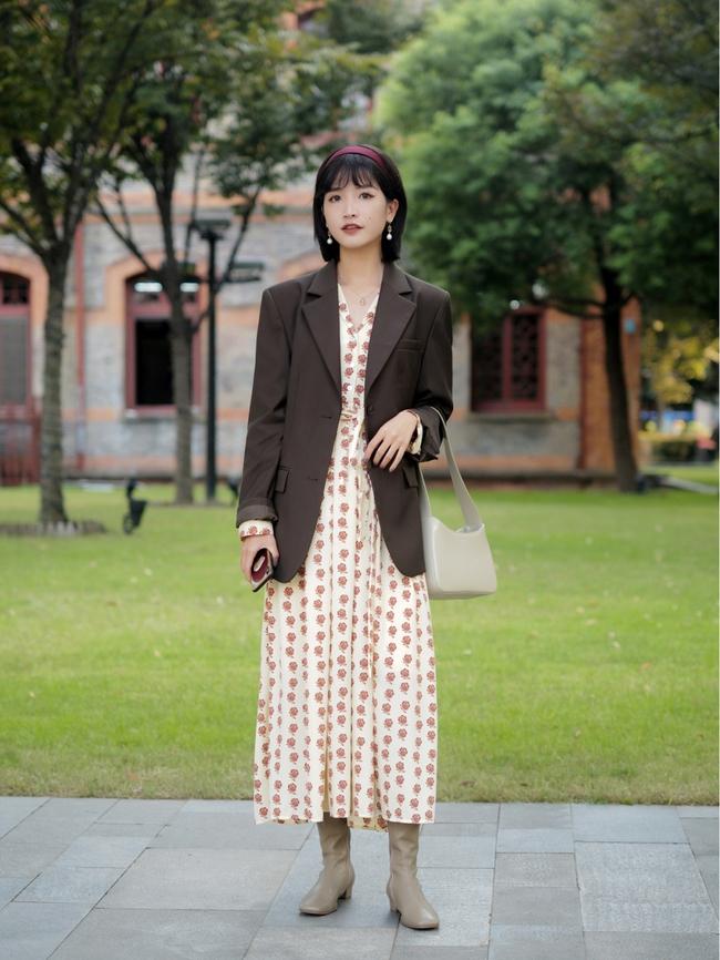 Street style Châu Á: Hội chị em lên đồ chuẩn gái Pháp, toàn blazer và cardigan nhưng nhìn sang hết nấc - Ảnh 1.