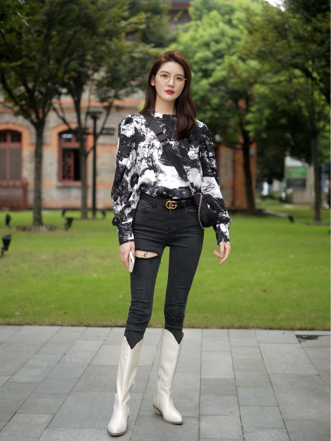 Street style Châu Á: Hội chị em lên đồ chuẩn gái Pháp, toàn blazer và cardigan nhưng nhìn sang hết nấc - Ảnh 2.