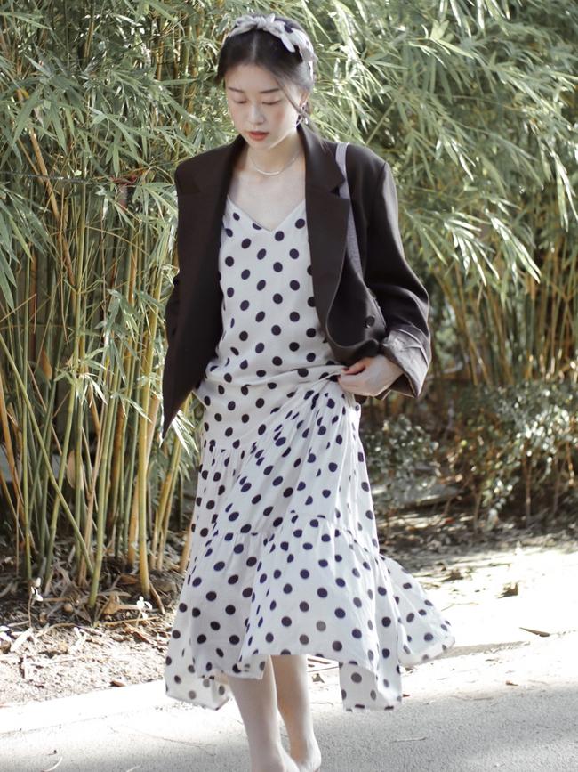 Street style Châu Á: Hội chị em lên đồ chuẩn gái Pháp, toàn blazer và cardigan nhưng nhìn sang hết nấc - Ảnh 6.