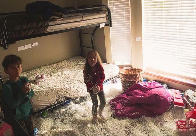 """Loạt ảnh chụp hiện trường nhà cửa tan hoang chứng minh lũ trẻ là những """"kẻ phá hoại"""" số 1 trên đời - Ảnh 8."""