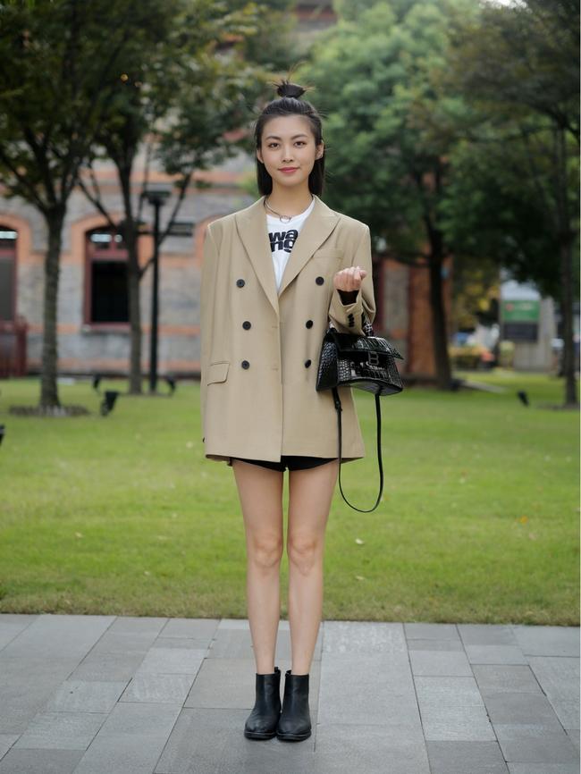 Street style Châu Á: Hội chị em lên đồ chuẩn gái Pháp, toàn blazer và cardigan nhưng nhìn sang hết nấc - Ảnh 8.