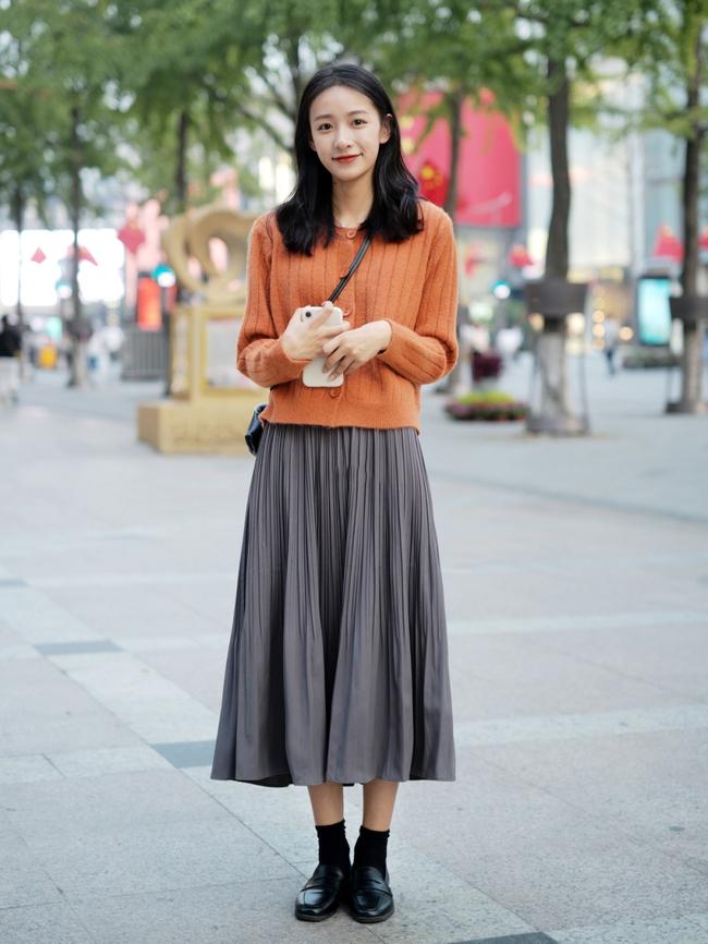 Street style Châu Á: Hội chị em lên đồ chuẩn gái Pháp, toàn blazer và cardigan nhưng nhìn sang hết nấc - Ảnh 10.
