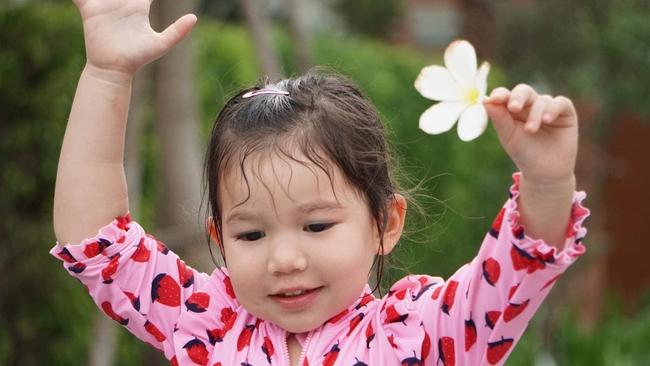 Gia đình siêu mẫu Hà Anh cùng nhau đi nghỉ dưỡng ở resort, bé Myla gây ngỡ ngàng vì chiều cao vượt trội, tóc dài thướt tha - Ảnh 4.