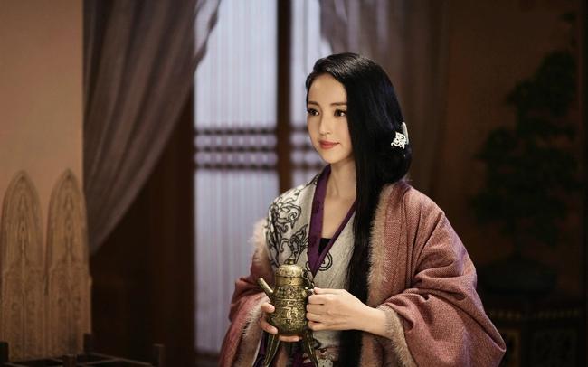 Chuyện về nữ nhân xuất thân hèn kém, may mắn trở thành Hoàng hậu nhưng tâm địa vẫn hiểm độc cay nghiệt, sau cùng bị cung nữ giết chết - Ảnh 2.