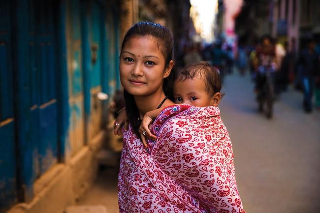 Chu du 50 quốc gia, nữ nhiếp ảnh gia có được loạt khoảnh khắc tuyệt vời về tình mẫu tử khắp nơi trên thế giới - Ảnh 19.